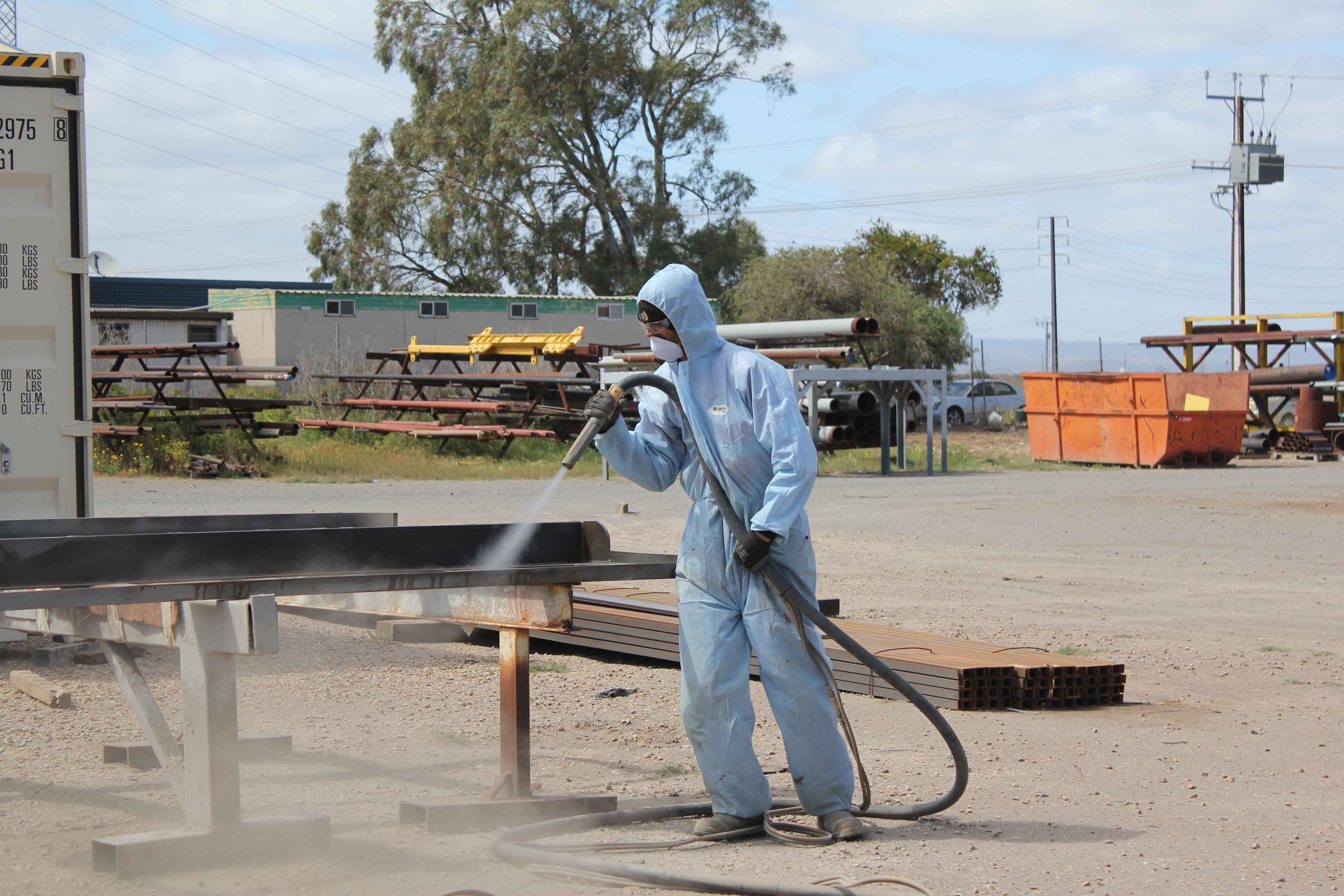 Differences Between Wet Abrasive Blasting And Uhp Aeb