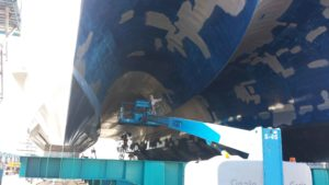 Cleaning Boats Using Sandblasting