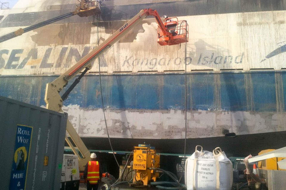 Abrasive Blasting Marine Ship Cleaning