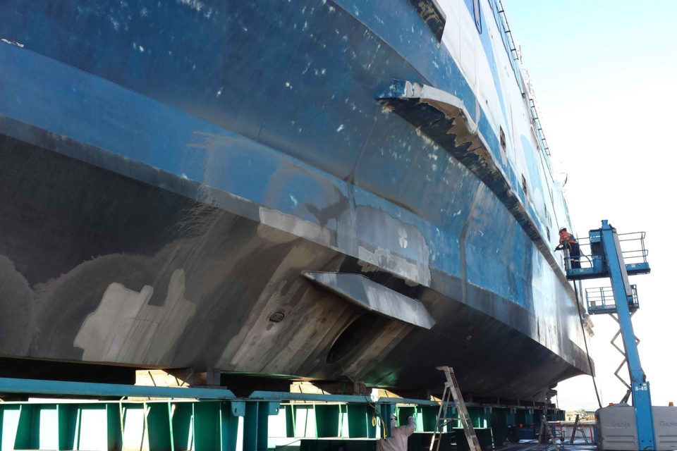 Abrasive Blasting to Clean Ships