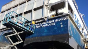 Dustless Blasting to Clean Ships