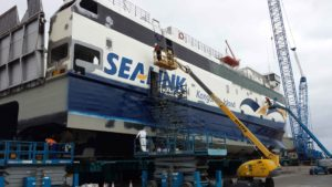 Cleaning Ships With Sandblasting